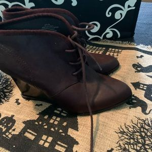 Nine West Womens 8.5 cupcake booties boots